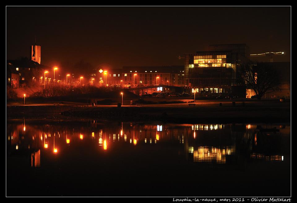 Louvain-la-neuve : reflets de nuit