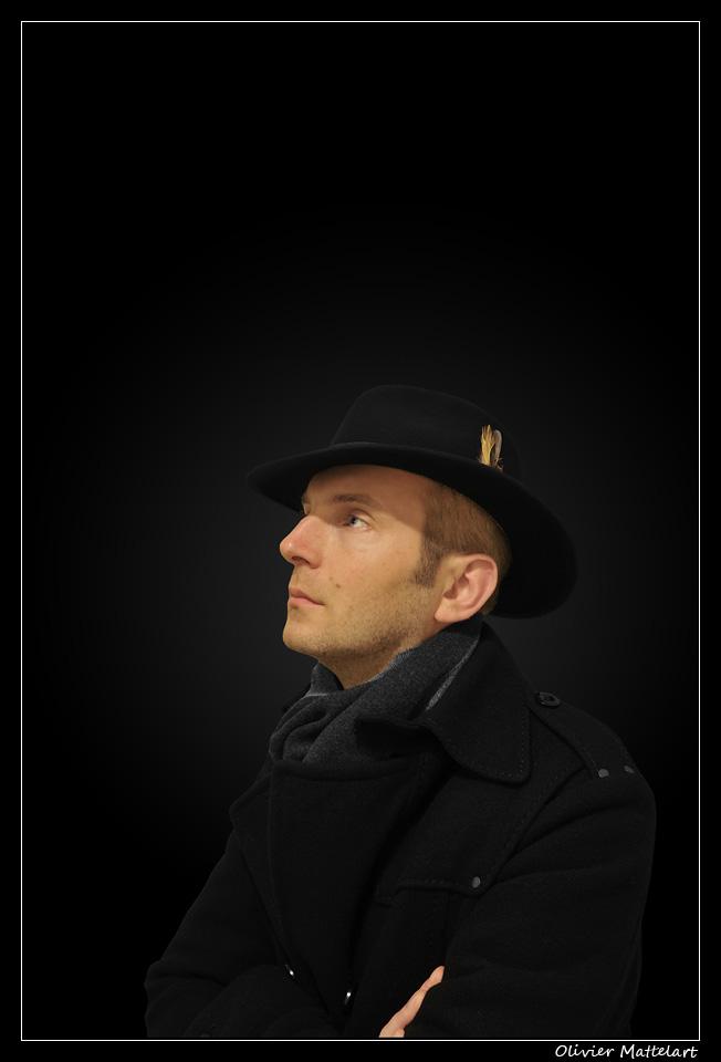 Autoportrait : profil au chapeau