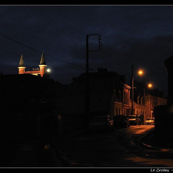 """Le Crotoy : vue sur l'hôtel """"Les Tourelles"""", de nuit"""